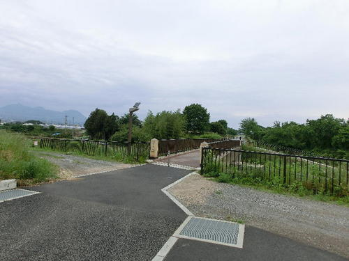 01上野国分寺跡南側駐車場から.JPG