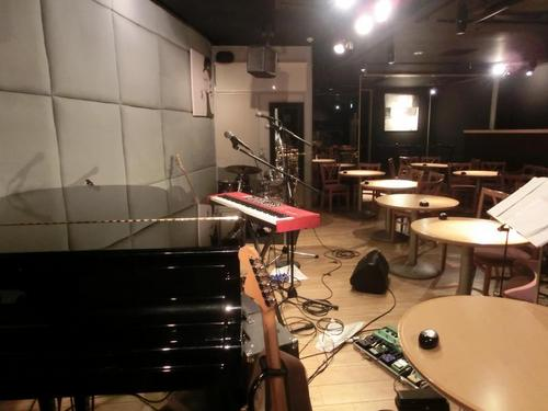 05ピアノ側から ステージ奥行き.JPG