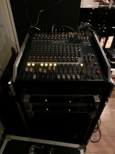 06ミキサー1(ピアノとカウンターの間の壁際).JPG