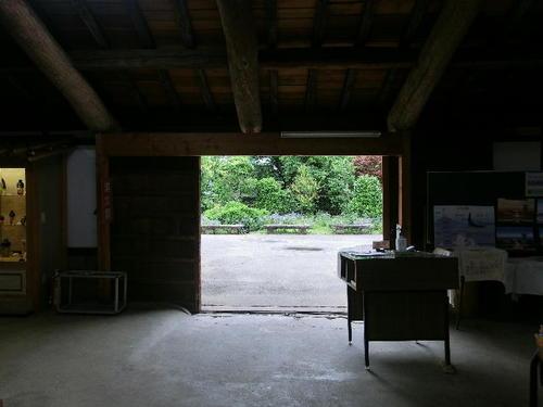 14北蔵の中から庭を見る.JPG