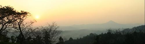 岩ケ崎おだて山から文字富士.JPG